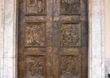 Portone in bronzo - foto archivio Pro Loco