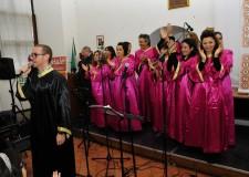 """Esibizione del coro gospel della Scuola di musica """"Dimensione Suono"""" - Foto gentilmente concessa da Daniel Pellegrini"""